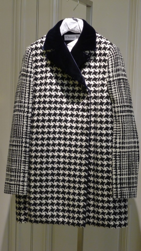 Dior mixed Houndstooth and Prince of Wales plaid. This coat is a new take on the his tradition.
