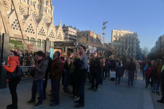 Lines outside Sagrada Familia.