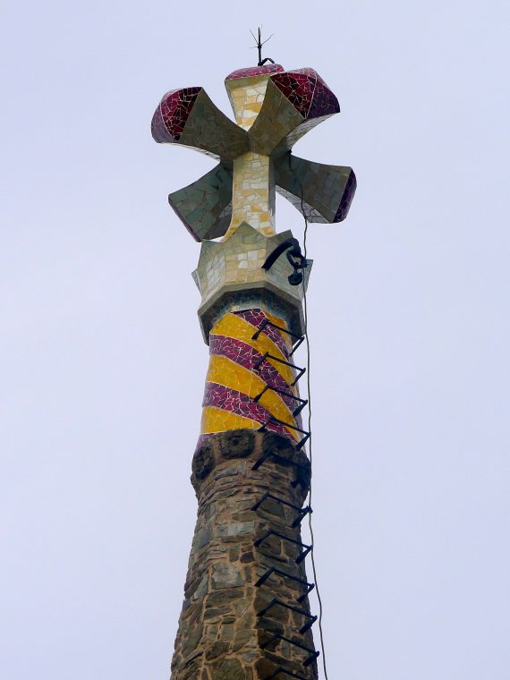 The tail is painted in the Catalan  colors.