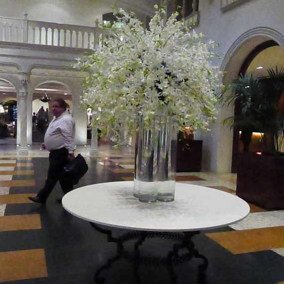 L1080059 lobby flowers