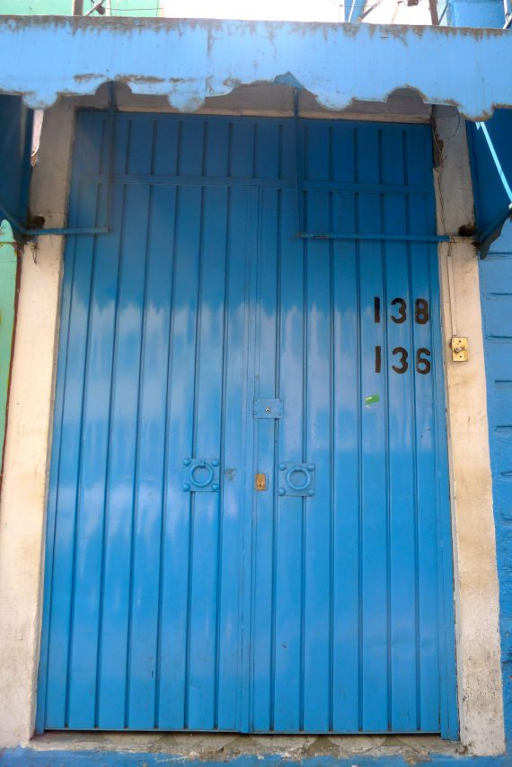 L1080436 blue door