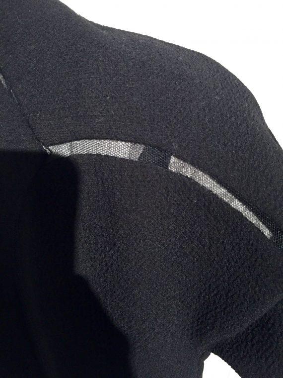 Shoulder detail.